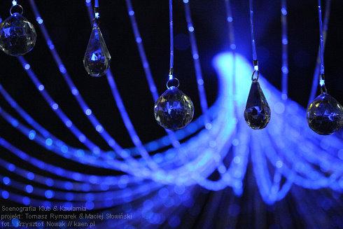 REALIZACJE: Oświetlenie światłowodowe w klubokawiarni SCENOGRAFIA